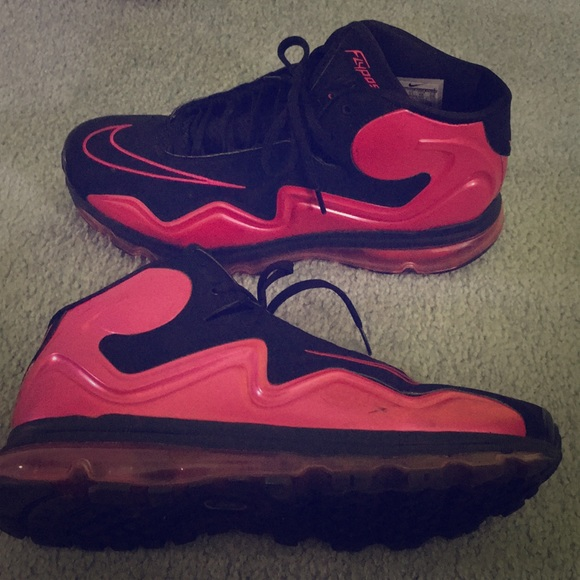 buy online 0a548 cc4d2 Red and black Nike flyposite sneakers. M 5b5dd6339519964462d57add